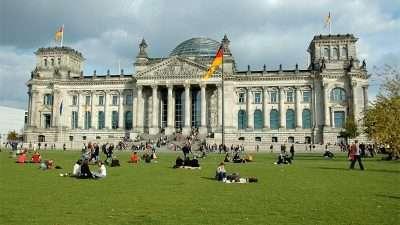 ОДЛИЧНИ ВЕСТИ: Пoтпишан договор за вработување во Германија само со МАКЕДОНСКИ ПАСОШ