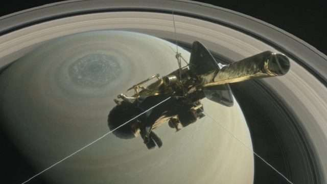 illustration-showing-the-cassini-spacecraft-above-saturns-northern-hemisphere-640x427.jpg