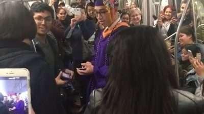 Откако возот се расипа, студент одржа доделување на дипломи во подземната железница (видео)