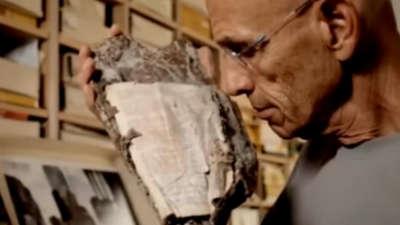 Чудо: Пронашле Библија која го преживеала нападот, а пораката ги изненадила сите