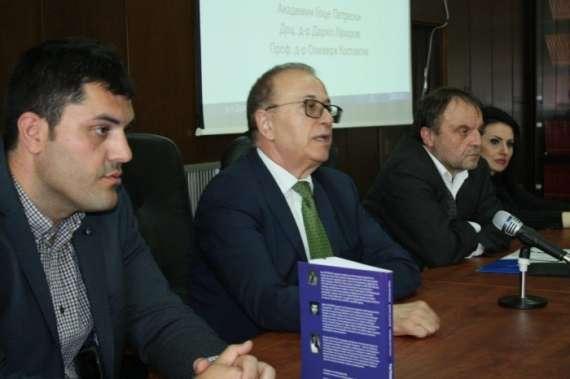 Promovirana-knigata-Patekite-na-tranzicijata-Empiriska-analiza-na-makedonskata-i-bugarskata-ekonomija.jpg