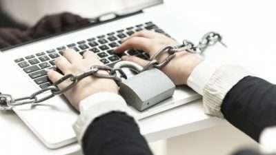 Дали сте хроничен воркохолик? Еве четири совети како да направите баланс меѓу работата и приватниот живот
