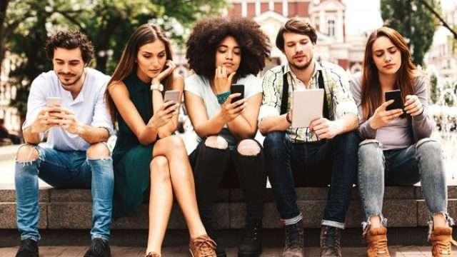 Mobile-iStock_93894481_XXXLARGE-e1534407046268.jpg
