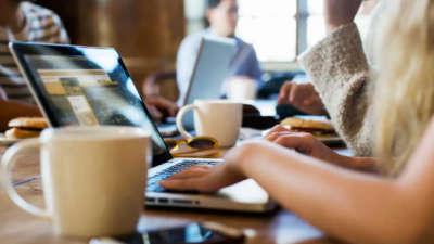 Што е Coffee Shop ефектот и како работата од кафуле наместо во канцеларија влијае на продуктивноста?