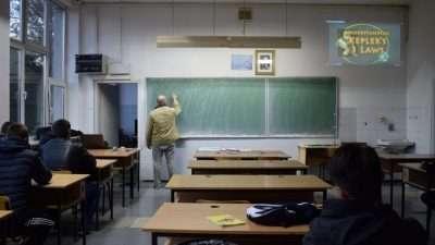 МОН и СОНК се договорија: Од јануари платите во образование повисоки за 10%