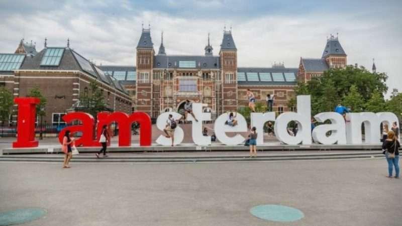 Амстердам го забранува за туристите она по што е …