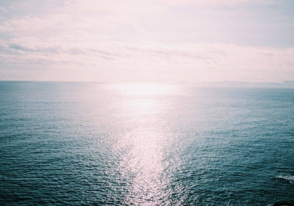 how to keep new year's resolutions: view of the ocean and horizon