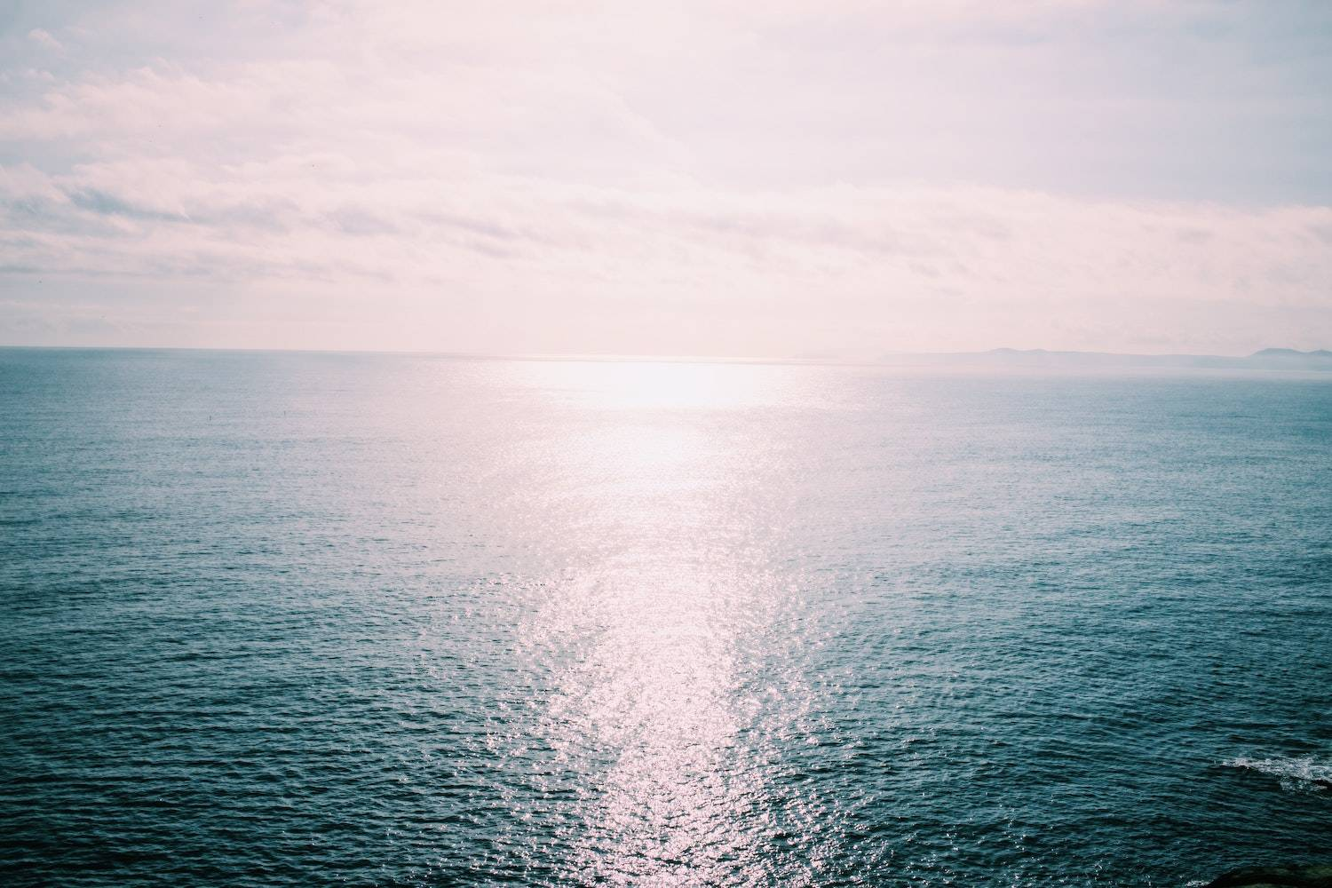 how to keep new years resolutions: view of the ocean and horizon