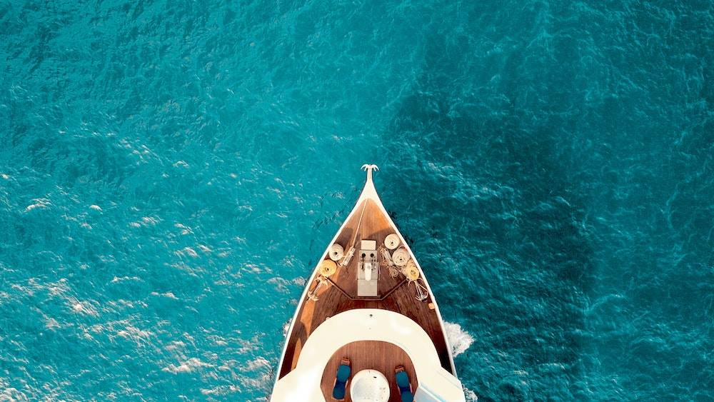 how to attract high paying clients - a yacht sailing the ocean blue