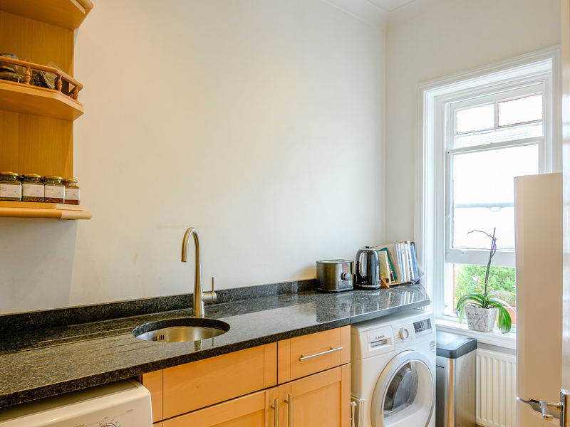 Bed Flat Crouch End Sale