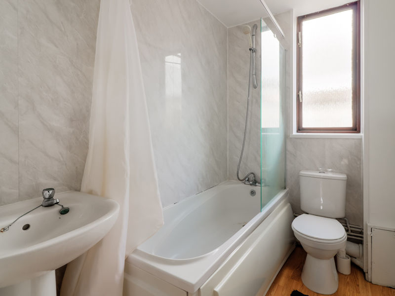 Flat For Sale In Russell Street Swansea Sa1 From Emoov