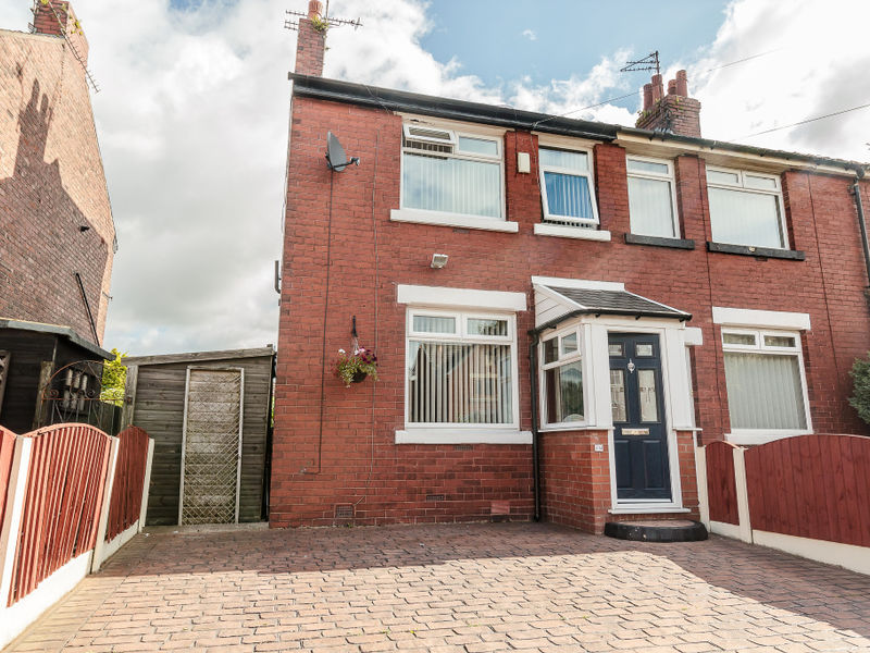 Lodge Lane, Dukinfield, SK16