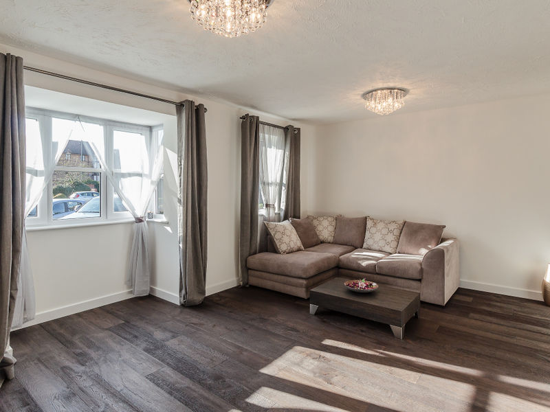 Frobisher Road, Erith, DA8