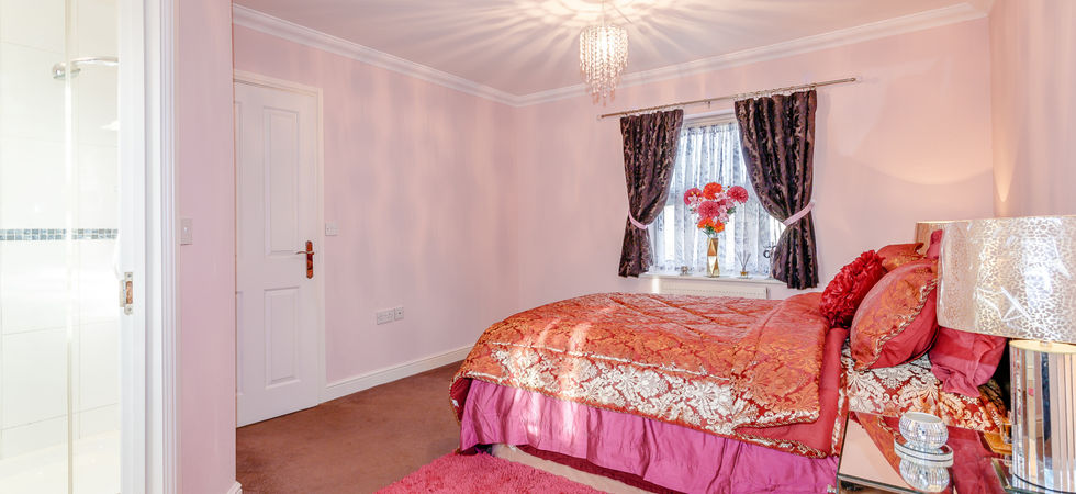 4 Bed, Detached house