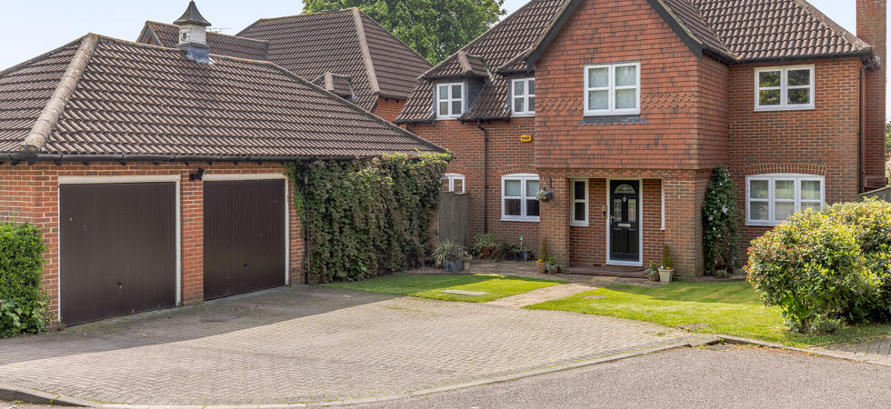 5 Bed, Detached house