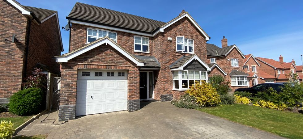 6 Bed, Detached house