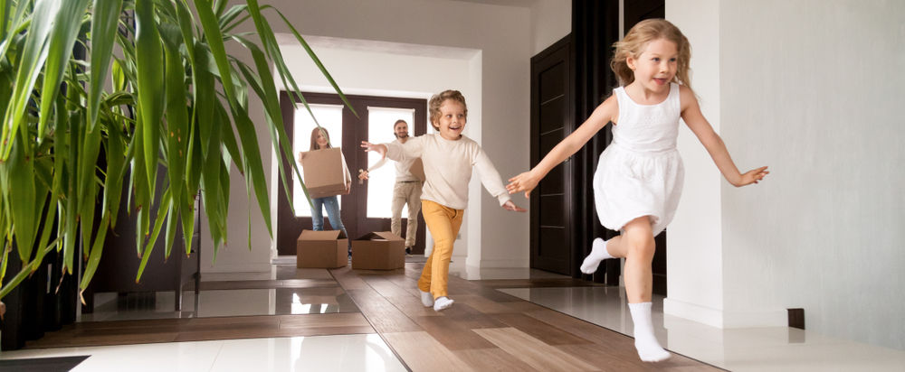 family running in house, viewing, house viewing, seller, buyer