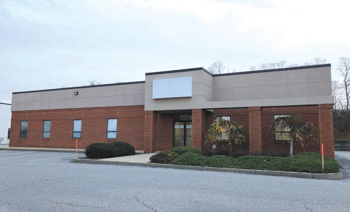 10. 225 Metro Center Blvd. (1994) OWNER: Link Commercial Properties LLCTENANTS: Kaman Industrial Technologies, Warwick Paint Store, Glidden Professional Paint Center, X-Ray Imaging Technologies