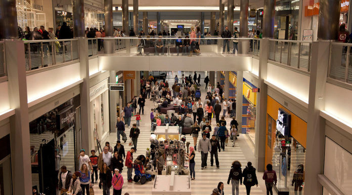 IN SEPTEMBER, retail sales in the U.S. rose more than expected, reflecting broad-based gains in household spending.  / BLOOMBERG FILE PHOTO/ARIANA LINDQUIST