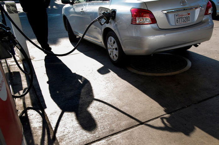 GASOLINE PRICES dropped again in Rhode Island and Massachusetts this week, marking the 18th and 17th week of declines, respectively, according to AAA Southern New England. / BLOOMBERG FILE PHOTO/DAVID PAUL MORRIS