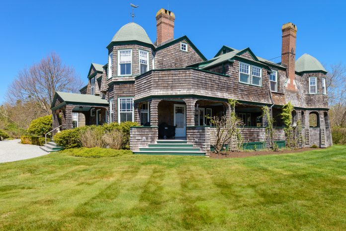 THIS VICTORIAN ESTATE at 52 Newport St. in Jamestown went under contract May 17 following an auction by Concierge Auctions that attracted several bidders. The closing is scheduled for June 22. /COURTESY J.E. GROUP PROPERTIES