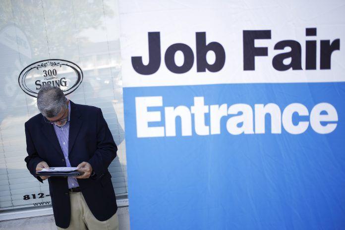UNITES STATES jobless claims decreased by 5,000 to 210,000 last week. / BLOOMBERG NEWS FILE PHOTO/ LUKE SHARRETT
