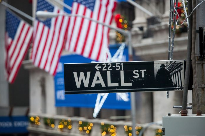 GUT CHECK: The volatility of the global equity markets is testing the patience and sticking power of many investors. What will you do as uncertainty continues to swing the markets up and down with alarming regularity? / BLOOMBERG NEWS FILE PHOTO/MICHAEL NAGLE