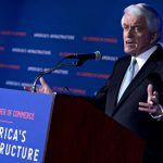 U.S. CHAMBER OF COMMERCE President Thomas Donohue urged the president to resolve his differences with Congress over a border wall and ease tariffs in the chamber's annual address. / BLOOMBERG NEWS FILE PHOTO/ANDREW HARRER