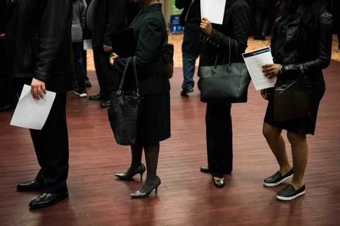 UNITED STATES jobless claims declined by 9,000 claims to 221,000 last week. / BLOOMBERG NEWS FILE PHOTO/MARK KAUZLARICH