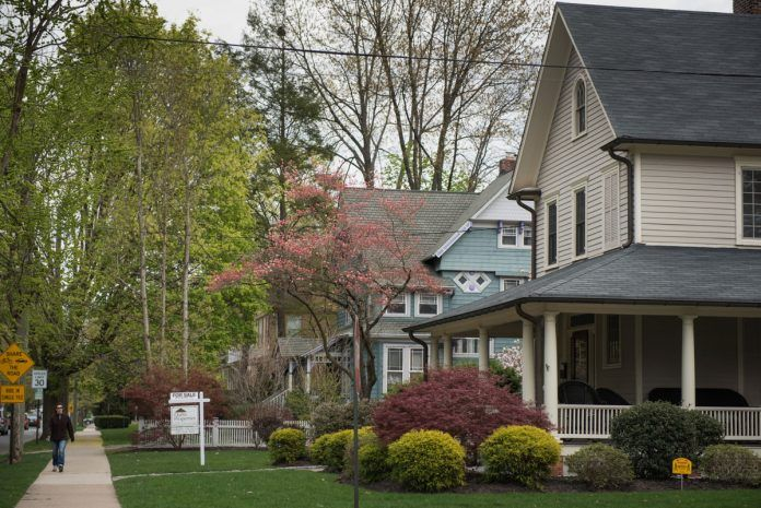 THE MEDIAN PRICE of a home in Bristol County, Mass., in March increased 7% year to year to $305,000. / BLOOMBERG NEWS FILE PHOTO/RON ANTONELLI