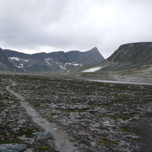 Snøheim til Åmotdalshytta via vestsida av Snøhetta