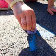 Slik lager du krittmaling til å tegne på asfalten med!