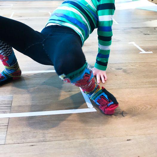 Lek for å aktivisere barna - Med tall, bokstaver og former
