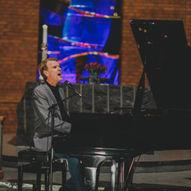 Konsert: Sveinung Hølmebakk