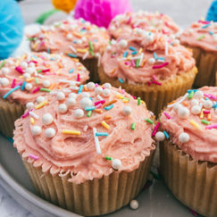 Oppskrift på saftige, lyse muffins til barnebursdag
