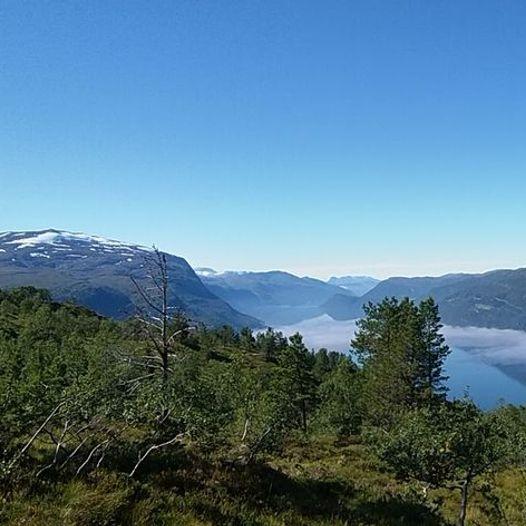 Øyenibba/Middagsfjellet fra Kongsvik til Ullsheim