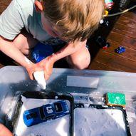 Lag en superkul bilvask for barna - Dette kan du gjøre både ute og inne