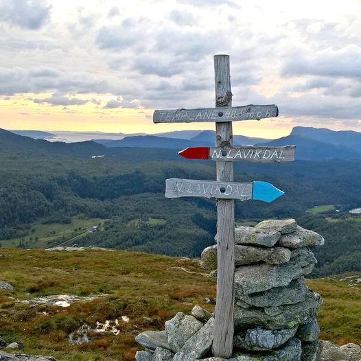 Topptur til Templane frå Øvre Lavikdal