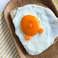 Artig speilegg med påskekylling til påskefrokosten