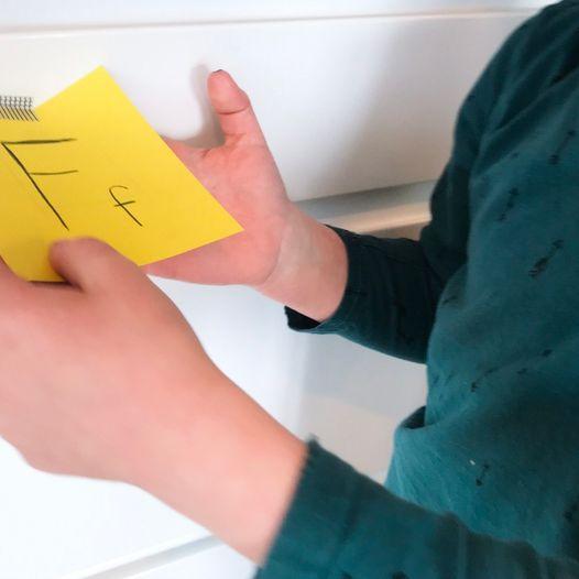 Send barna på bokstavjakt - Morsom og enkel innendørsaktivitet som trimmer hjernen