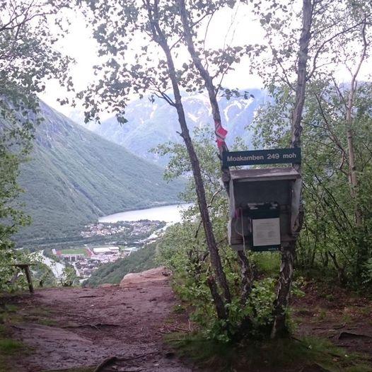 """Turar rundt Moa: Enkel """"topptur"""" til Moakamben med utsikt over Øvre Årdal!"""