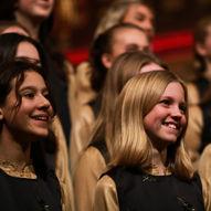 Julekonserten Stille grender med Det Norske Jentekor og Drops