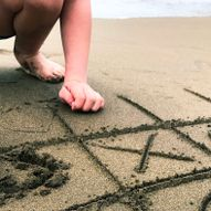 Fire på rad er kjempegøy å spille på stranden