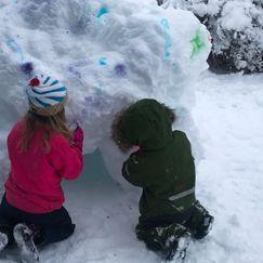 Å male på snø er kjempegøy!