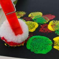 Gøy å male med pompoms - Kreative barn