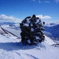 Midtre Gjevillvasskamben 1627 moh. Indre Gjevillvasskamben 1600 moh. og  Hovmannshytten 1290 moh. fra Vassendsetra.