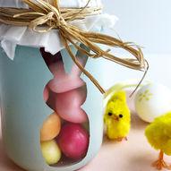 Slik lager du supersøte godteriglass til å gi bort i påskegave