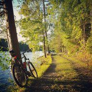 Sykkeltur rundt Vasstøvannet med historiske blikk tilbake til Jernverkstiden.