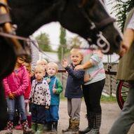 Familievandring; besøk dyrene på Ramme gård