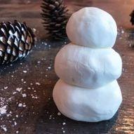 Modelleire som ser ut som snø, laget med kun to ingredienser!